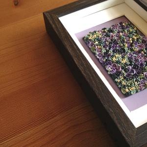 Lila virágtenger - 3D kép süthető gyurmából (S), Otthon & lakás, Dekoráció, Lakberendezés, Kép, Gyurma, Festett tárgyak, A kép süthető gyurmából készült, sötétbarna képkeretbe került.\n\nA keret 12x17 cm, elrendezése variál..., Meska