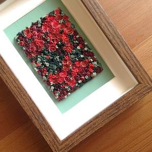 Piros virágtenger - 3D kép süthető gyurmából (S), Otthon & lakás, Dekoráció, Lakberendezés, Kép, Gyurma, Festett tárgyak, A kép süthető gyurmából készült, középbarna képkeretbe került.\n\nA keret 12x17 cm, elrendezése variál..., Meska
