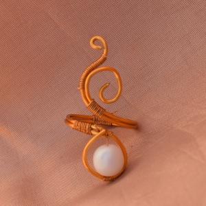 Inda gyűrű, Ékszer, Gyűrű, Fonódó gyűrű, Ékszerkészítés, Inda gyűrű.\nEgyszerű elegáns kiegészítő a mindennapokra.\n\nA képen látható gyűrű 53-56 os méret közöt..., Meska
