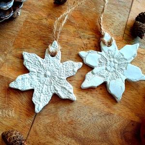 Csillagvirág, Otthon & Lakás, Karácsony & Mikulás, Karácsonyi dekoráció, Gyurma, levegőn száradó gyurmából készítettem ezt a két virágos csillagdíszt.\nEsküvői dekorációként, vagy ak..., Meska