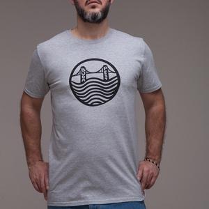 """Budapest \""""Lánchíd\""""\"""" uniszex(i) póló sport szürke, Ruha & Divat, Férfi ruha, Póló, Fotó, grafika, rajz, illusztráció, > XS-2XL\n> sportszürke szín 90%pamut,10%PE \n> unisex - női modellen XS, férfin L méret fotózva\n..., Meska"""