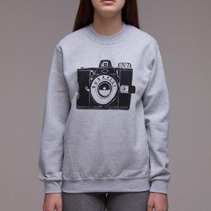 """Budapest \""""Fotós\"""" uniszex(i) pulcsi sport szürke, Ruha & Divat, Férfi ruha, Pulóver, Fotó, grafika, rajz, illusztráció, A legendás \""""Kamera\"""" mintával\n> XS-2XL\n> unisex -női modellen XS, férfin L méret fotózva\n> 80%pamut 2..., Meska"""
