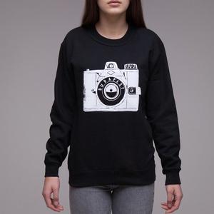 """Budapest \""""Fotós\"""" uniszex pulcsi fekete, Ruha & Divat, Férfi ruha, Pulóver, Fotó, grafika, rajz, illusztráció, A legendás \""""Kamera\"""" mintával\n> XS-2XL\n> unisex - női modellen XS, férfin L méret fotózva\n> 80%pamut ..., Meska"""
