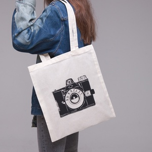 """Budapest \""""Fotós\"""" vászontáska natúr, Táska & Tok, Bevásárlás & Shopper táska, Shopper, textiltáska, szatyor, Fotó, grafika, rajz, illusztráció, > A legendás \""""Kamera\"""" mintával\n> 100% pamut vászontáska\n> Méretek: 42 x 38 cm, pántok hosszúsága 70 ..., Meska"""