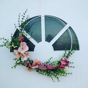 Tavaszi karika, Otthon & lakás, Dekoráció, Dísz, Lakberendezés, Ajtódísz, kopogtató, Koszorú, Virágkötés, Minimál stílusban díszített, kellemes melegséget sugárzó karika ajtódísz.\n\nFém karika, mű virágokkal..., Meska