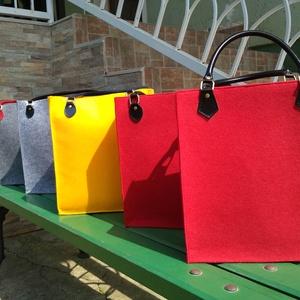 Filc táska, Táska, Válltáska, oldaltáska, Varrás, 2 mm vastag, 40% gyapjú, 60% poliészter összetételű színes filcből készült válltáska, amely jacquar..., Meska