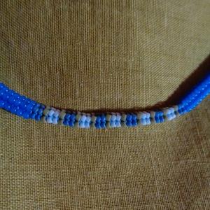 ndebele nyaklánc, Ékszer, Nyaklánc, Gyöngyös nyaklác, Apró japán gyöngyökből, hering technikával fűzött nyaklánc. Végei hurokkal és gyönggyel záródnak. A ..., Meska
