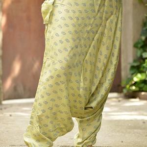 india mély ülepű nadrág, Ruha & Divat, Női ruha, Nadrág, Kényelmes, bőszárú nadrág egy kicsi zsebbel. Anyaga vékony, szellős selyemszerű kézzel festett. A de..., Meska