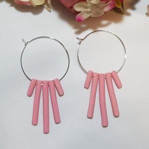 Karika fülbevaló rózsaszín díszítéssel, Ékszer, Fülbevaló, Karika fülbevaló, Ékszerkészítés, Gyurma, Karika fülbevaló rózsaszín díszítéssel\n\nExtra könnyű: 4 gramm/pár\nHosszúsága: 5.9 cm  Szélessége: 2...., Meska