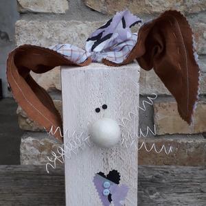 Fa húsvéti nyúl dekoráció fehér orral és bajusszal, Otthon & Lakás, Dekoráció, Asztaldísz, Mindenmás, Varrás, Fa húsvéti nyúl dekoráció fehér orral és bajusszal\n\nFa hasábból készült nyuszi drót bajusszal és tex..., Meska