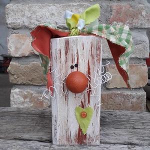 Fa húsvéti nyúl dekoráció rozsdás orral és kockás fülekkel, Otthon & Lakás, Dekoráció, Asztaldísz, Mindenmás, Varrás, Fa húsvéti nyúl dekoráció rozsdás orral és kockás fülekkel\n\nFa hasábból készült nyuszi drót bajussza..., Meska