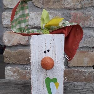 Húsvéti dekoráció kockás fülű fa nyuszi, Otthon & Lakás, Dekoráció, Asztaldísz, Mindenmás, Varrás, Húsvéti dekoráció kockás fülű fa nyuszi\nFa hasábból készült nyuszi fehér drót bajusszal és kockás te..., Meska