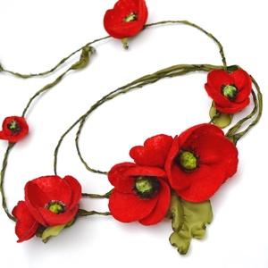 Az örök pipacs-különleges textilékszer-nyaklánc, Ékszer, Nyaklánc, Hosszú nyaklánc, Ékszerkészítés, Gyerekkoromban óriás, mezei csokrokkal tértem haza, a piros, fehér, kék és sárga színű virágok harmó..., Meska