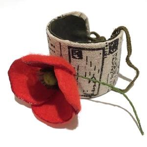 INGYEN!!! Piros pipacs karkötő -  textilékszer, Ékszer, Karkötő, Széles karkötő, Ékszerkészítés, Újrahasznosított alapanyagból készült termékek, Egy szál piros pipacs AJÁNDÉKBA!!!!\nOlyan, mintha igazi lenne!\nKülönleges antik mintás vászonszalagg..., Meska