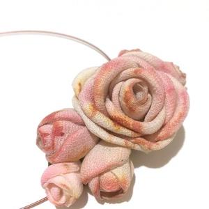 Festett rózsákkal -textilékszer-rózsás nyakék, Ékszer, Medál, Nyaklánc, Ékszerkészítés, Selyemfestés, Szeretem ezeket a fáradt színeket. Vajon, miért állnak olyan közel a szívünkhöz? Nem harsányak, harm..., Meska