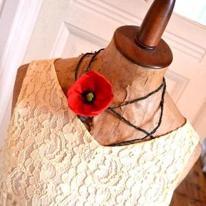 Piros pipacs-különleges textilékszer, Ékszer, Nyaklánc, Ékszerkészítés, Egyszerűségében is különleges ez a nyakék. Egyetlen szál pipacs alkotja, amit hosszú szárra helyezte..., Meska