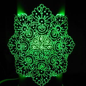 Mandalás kézzel készített hangulatlámpa, Mandala, Dekoráció, Otthon & Lakás, Gravírozás, pirográfia, 27 cm magas, 12,5 cm átm., kizárólag LED-izzóval (E27) használható kézzel készített műanyag hangulat..., Meska
