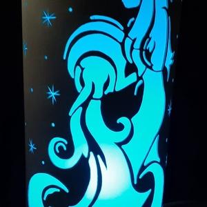 Vízöntő csillagjegy, Otthon & Lakás, Lámpa, Hangulatlámpa, Gravírozás, pirográfia, 27 cm magas, 12,5 cm átm., kizárólag LED-izzóval (E27) használható kézzel készített műanyag hangulat..., Meska