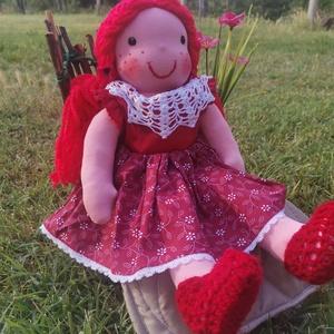 Waldorf jellegű lány baba mintás karton ruhában, horgolással díszített; Rongybaba; Textilbaba; Játékbaba, Játék & Gyerek, Baba-és bábkészítés, Varrás, Egyedi, kézzel készített Waldorf jellegű 43 cm-es lány baba.\nA tömése: fliz\nTestanyag: pamut\nSzeme, ..., Meska