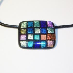 Szivárvány mozaik medál, Ékszer, Medál, Nyaklánc, Ékszerkészítés, Üvegművészet, 20 csillogó színes dichroic üvegmozaikból készült 4x3 cm medál. \nFekete bőr láncon van, mérete 42 cm..., Meska