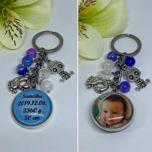 Emlék kulcstartó- baba köszöntő ajándék, Táska & Tok, Kulcstartó & Táskadísz, Kulcstartó, , A medálba kerülhet fénykép és szöveg.\n(Szöveg pl.: a baba születési adatai)\nVálasztható babás charmo..., Meska