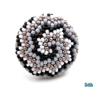 Spirál mintás gyűrű 4 színből (fehér, ezüst, szürke, fekete), Ékszer, Gyűrű, Statement gyűrű, Gyöngyfűzés, gyöngyhímzés, Meska