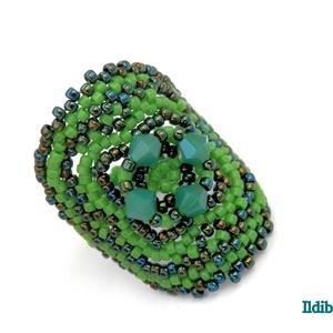 Insomnia gyűrű - zöldben, Gyöngyös gyűrű, Gyűrű, Ékszer, Gyöngyfűzés, gyöngyhímzés, Aprólékos munkával, fémes zöld és fűzöld színek párosításával készítettem ezt a feltűnő, mégis nőies..., Meska