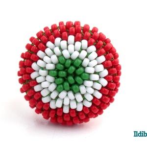 Kokárdás kerek gyűrű, Ékszer, Gyűrű, Táska, Divat & Szépség, Magyar motívumokkal, Kokárda, Gyöngyfűzés, gyöngyhímzés, Március 15 alkalmából készítettem ezt a nemzeti színekből álló tricolor gyűrűt, amit használhatsz ko..., Meska
