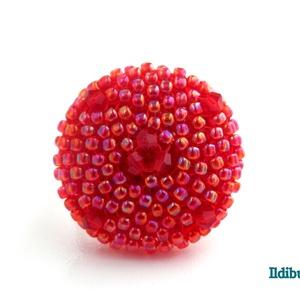 Kerek gyűrű irizálós piros színben csiszolt üveggyönggyel, Ékszer, Gyűrű, Kerek gyűrű, Gyöngyfűzés, gyöngyhímzés, Meska