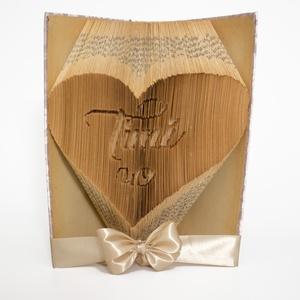 """Szív mintájú hajtogatott könyv Timi 40 felirattal, könyvszobor, Otthon & Lakás, Dekoráció, Könyvszobor, Papírművészet, Újrahasznosított alapanyagból készült termékek, Egyedi készítésű hajtogatott könyv vagy könyvszobor Szív mintával, \""""Timi 40 \""""felirattal a közepén. \n..., Meska"""
