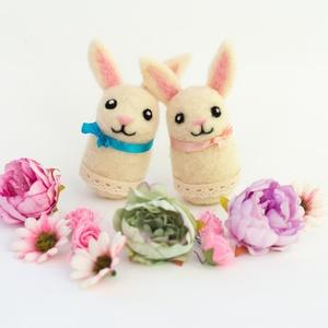 Húsvéti nyuszi, Gyerek & játék, Dekoráció, Otthon & lakás, Ünnepi dekoráció, Nemezelés, Tűnemezeléssel készült gyapjú nyuszi húsvéti dekorációnak, apró ajándéknak. A nyuszi bundájának és s..., Meska