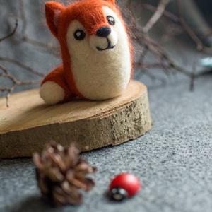 Róka, Gyerek & játék, Dekoráció, Otthon & lakás, Játék, Nemezelés, Tűnemezeléssel készült gyapjú róka dekorációnak, apró ajándéknak. \n\nMéret: 10 cm, Meska