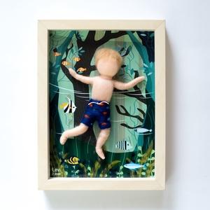Gyermek portré keretben, Portré, Portré & Karikatúra, Művészet, Baba-és bábkészítés, Nemezelés, Személyes pillanatkép egy darab személyre szabható, tűnemezelt, gyermeki arányú gyapjú figurával 13X..., Meska