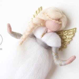 Gyapjú angyal csepp szoknyában, Dísztárgy, Dekoráció, Otthon & Lakás, Baba-és bábkészítés, Nemezelés, Egyedi tervezésű és kivitelezésű, tűnemezelt mesegyapjú angyalka.\n\nApró, lenyelhető részeket (gyöngy..., Meska