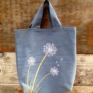 Hímzett kis kék táska gyermekláncfűvel., Táska & Tok, Laptop & Tablettartó, Ebook & Tablet tok, Varrás, Hímzés, Egyedileg varrt, bélelt vászontáska kézzel hímzett virágmintával.\nÚjrahasznosított textilből készült..., Meska