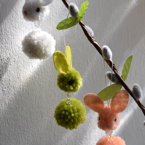 Színes tavaszi nyuszi - lógatható dísz virággal (3 db) - Meska.hu