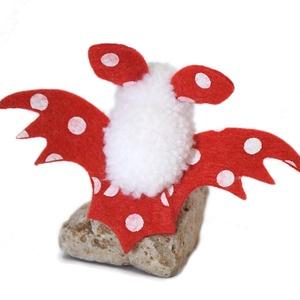 Piros - fehér pöttyös denevér, Otthon & Lakás, Dekoráció, Függődísz, Mindenmás, Varrás, Apró szárnyaló denevér piros-fehér pöttyös szárnyakkal.\nHalloweenre vagy csak úgy! :)\n\n(Kérhető más ..., Meska