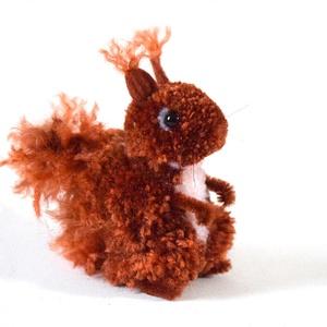 Vörös mókus - nagyobb, Dekoráció, Otthon & lakás, Lakberendezés, Mindenmás, Vörös mókus, bozontos farokkal és füllel. A korábbi mókusokhoz hasonló, csak kicsit nagyobb :) \n\nA m..., Meska