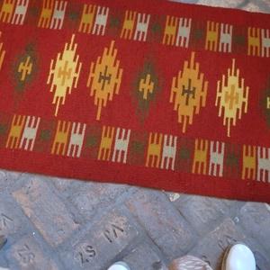 székely festékes szőnyeg, Lakberendezés, Otthon & lakás, Lakástextil, Szőnyeg, Falvédő, Szövés, Szarufás mintával készült ez a festékes szőnyeg  Rozsda az alapja és zöld sárga színvariációk a mint..., Meska