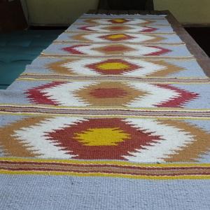 Festékes szőnyeg, Lakberendezés, Otthon & lakás, Lakástextil, Szőnyeg, Szövés, Méretei 72x220 cm tiszta gyapjúból készült székely festékes lábujjkás mintával.A minták csíkokban he..., Meska