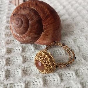 Csiszolt achát gyűrű, Szoliter gyűrű, Gyűrű, Ékszer, Ékszerkészítés, A gyűrűt csiszolt achát barna színű ásvánnyal díszítettem.\nA gyűrűsin réz huzalból horgolással készü..., Meska