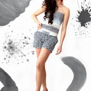 AKCIÓ!! Kék-fehér virágmintás rövidnadrág, Táska, Divat & Szépség, Női ruha, Ruha, divat, Sort, Nadrág, Varrás, AKCIÓ!!Most 6800Ft helyett 4800Ft-ért lehet a tiéd!\n\nKék-fehér virágmintás rövidnadrág zsebekkel.Xs-..., Meska