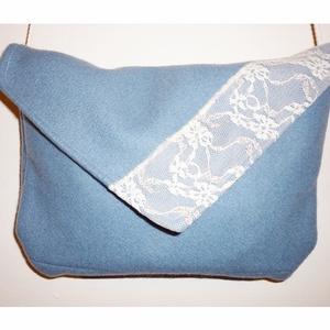 Kis táska ekrü színű csipkével, Táska, Táska, Divat & Szépség, Válltáska, oldaltáska, Varrás, Kis táska sétához, bevásárláshoz, bulizáshoz, vagy amihez szeretnéd. :)\nMágneszárral záródik. Mérete..., Meska