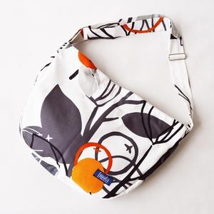1.1 BASIC KOLLEKCIÓ Válltáska / Oldaltáska / Biciklis táska bogyó mintás, Vállon átvethető táska, Kézitáska & válltáska, Táska & Tok, Varrás, 1.1 BASIC KOLLEKCIÓ\nVálltáska, oldaltáska, biciklis táska vagy pelenkázótáska. Szélessége kb 43 cm, ..., Meska
