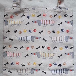 Tacsis szatyor, Shopper, textiltáska, szatyor, Bevásárlás & Shopper táska, Táska & Tok, Varrás, Ekrü alapszínű, tacsi mintás anyagból varrtam ezt a textil szatyor. \nAz anyag jó minőségű,  strapabí..., Meska