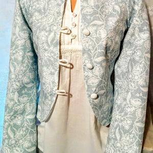 Türkiz mintás blézer, Ruha & Divat, Női ruha, Blézer & Kosztüm, Varrás, Csodás vízkék mintás vászon anyagból készítettem ezt a kis kabátkát. Eleje horgolt gombokkal záródik..., Meska