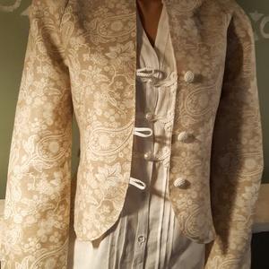 Natúr csipkemintás blézer, Ruha & Divat, Női ruha, Blézer & Kosztüm, Varrás, Csodás csipke mintás vászon anyagból készítettem ezt a kis kabátkát. Eleje horgolt gombokkal záródik..., Meska