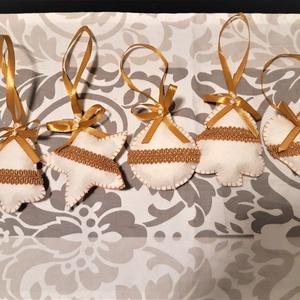 Törtfehér-arany karácsonyi dekoráció, Otthon & Lakás, Karácsony & Mikulás, Karácsonyi dekoráció, Varrás, A karácsonyi szett 5 db-ból áll: csengő, fenyőfa, szív, gömb, csillag.A díszek kb. 8 cm magasak és k..., Meska