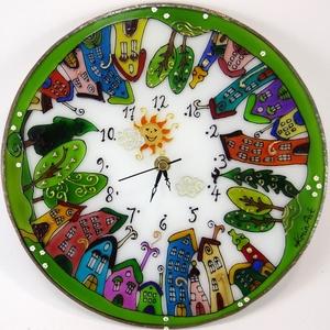 Részeg házak falióra - üvegre festett óra, Dekoráció, Otthon & lakás, Esküvő, Lakberendezés, Falióra, óra, Üvegművészet, Festett tárgyak, 3 mm vastag, 25 cm átmérőjű üvegre festett, egyedi grafikájú falióra. Kedves mintája különleges deko..., Meska