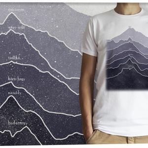 Magyarország hegyei, Férfiaknak, Táska, Divat & Szépség, Ruha, divat, Férfi ruha, Mindenmás, Magyarország hegyeit öltheted magadra ezzel a pólóval,  amin  a hegyvonulatok rajzolatát  az Országo..., Meska